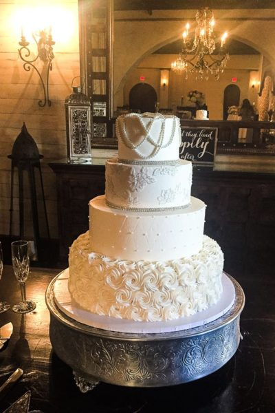 Peal Necklace Wedding Cake